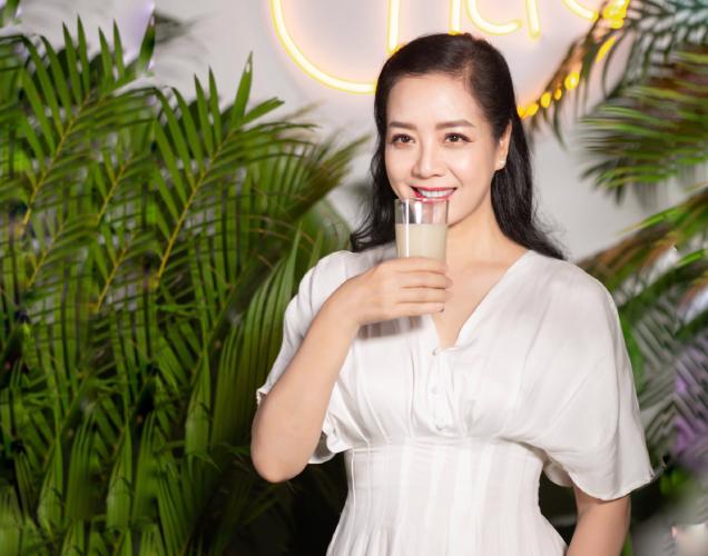 Nghệ sĩ Chiều Xuân được nhiều người ngưỡng mộ trước vóc dáng thon gọn và vẻ ngoài trẻ trung đầy sức sống ở tuổi 53.